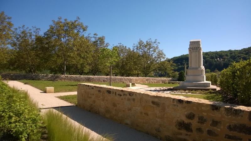 Agence COQ & LEFRANCQ - Vézac abords de l'église - Jardin du souvenir